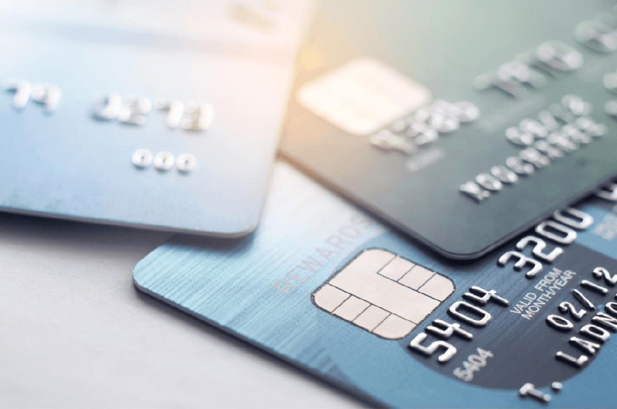 Cardul de debit si cardul de credit - Diferente, AVANTAJE si alte informatii utile